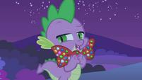 Spike bow tie S1E24