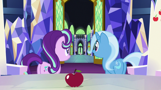 File:Spike stands out in the castle hallway S7E2.png