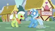Trixie runs into angry Granny Smith S7E2