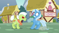 Trixie runs into angry Granny Smith S7E2