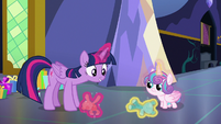 Twilight and Flurry playing with teddy bears S7E3