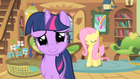 Twilight smiles nervously at royal guards S01E22