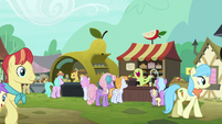 Apple and pear stands in past Ponyville S7E13
