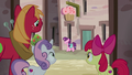 CMCs and Big Mac watch Sugar Belle from alleyway S7E8.png
