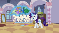 Rarity levitating the clothes S2E05