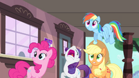 Rarity tells others to duck S4E11