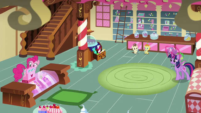 File:Twilight and Spike enter Sugarcube Corner S7E3.png
