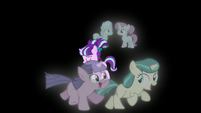 Filly Starlight walking with foals on her left and right S5E26