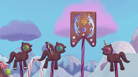 Gingerbread ponies raise the Equestrian flag S5E20