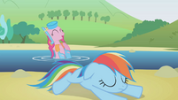 Pinkie Pie happy for Dash's help S1E5