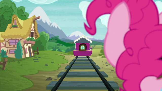 File:Pinkie watches the Friendship Express leave S7E4.png