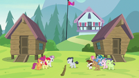 Rumble divides the camp in two S7E21