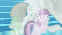 Twilight Sparkle with a very worried face S7E1