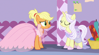 Applejack and Lily Lace smiling together S7E9