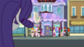 Crowd of people outside Carousel Boutique EGDS9.png