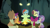 Dragon eyes appear behind Rainbow Dash S7E16