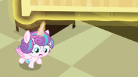 Flurry Heart looking under First Base's bed S7E3