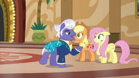 Gladmane offers to give AJ and Fluttershy a tour S6E20