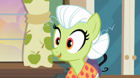 Granny Smith making herself look younger S3E8