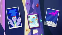 Rainbow Dash's decorations S5E3