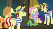 S06E20 Fluttershy zdejmuje przebranie