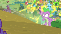 Spike sneaking up on Rarity S4E23