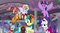 Twi, Rarity, and young five look down at Yona S9E7