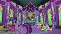 Twilight and Spike in the decorated castle S5E20