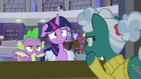 Twilight looking very worried S9E5