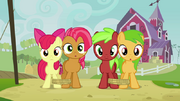 800px-Apple Bloom, Babs and fillies staring S3E08