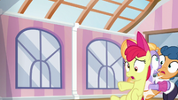 Apple Bloom crashes into another pair of foals S6E4