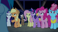 Applejack explaining to Rainbow Dash S6E15