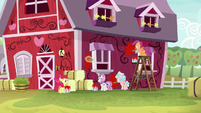 Crusaders and Cozy Glow painting a barn S8E12