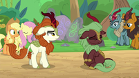 Dark-red Kirin shakes her head again S8E23