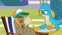Gallus giving iced tea to Cranky Doodle S8E15