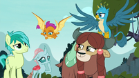 Ocellus' friends amused by her comment S8E2