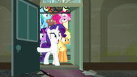 Rarity opens door; Mane 6 look at what's inside S6E9