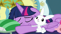 Angel's hug has no effect on Twilight S8E2