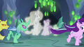 Angry changelings chase Starlight Glimmer S7E1.png