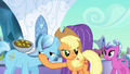 Applejack throws fritters S3E2.png