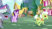 Granny and Jeweler Pony chase Trixie S7E2