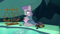 Maud Pie polishing rocks S7E24