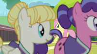 Pizzelle and Berry Bliss leave the field S9E15