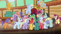 Ponies gathered around Impossibly Rich S6E20