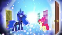 Princess Luna conjuring a door S5E4