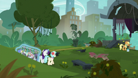 Rarity and Coco return to the park S5E16