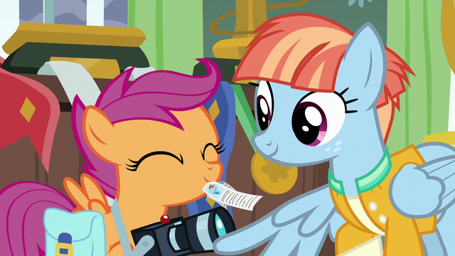 File:Scootaloo giving Rainbow Dash headlines to Windy S7E7.png