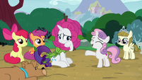 Sweetie Belle forgiving Rarity S7E6
