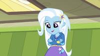 Trixie aparece em frente de Twilight EG
