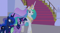 Twilight, Celestia, and Luna enter the courtyard S9E17